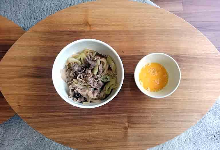 終電ご飯の豚肉のすき焼き風うどんの写真