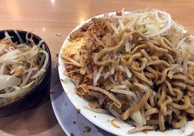 二郎系ラーメンマシマシの食べ方