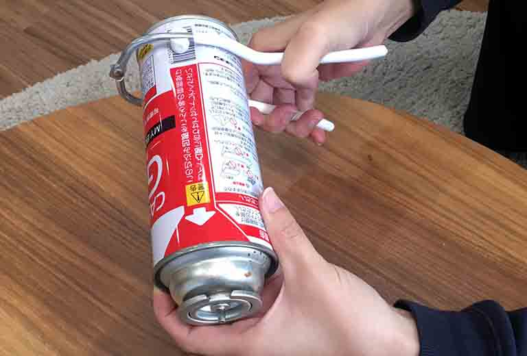 スプレー缶穴あけグッズの穴あけパンチ