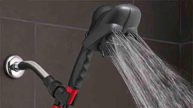 ダース・ベイダーのヘッドからシャワーが出る様子です